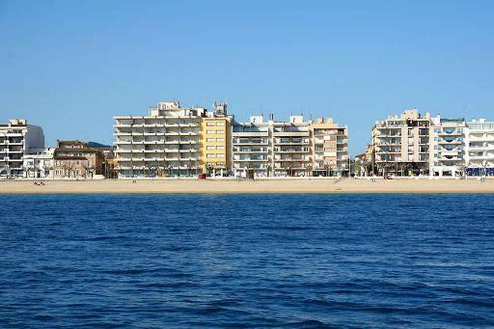 2 bedroom apartment Optional parking space At 200m from the beach in Palamós.