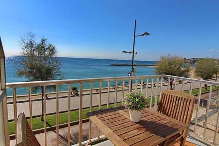 Cosy apartment completely renewed located in front of the fantastic sandy beach.