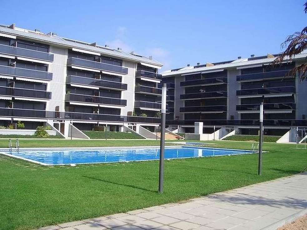 Nice apartment with swimming pool. Located 200m. from the beach.