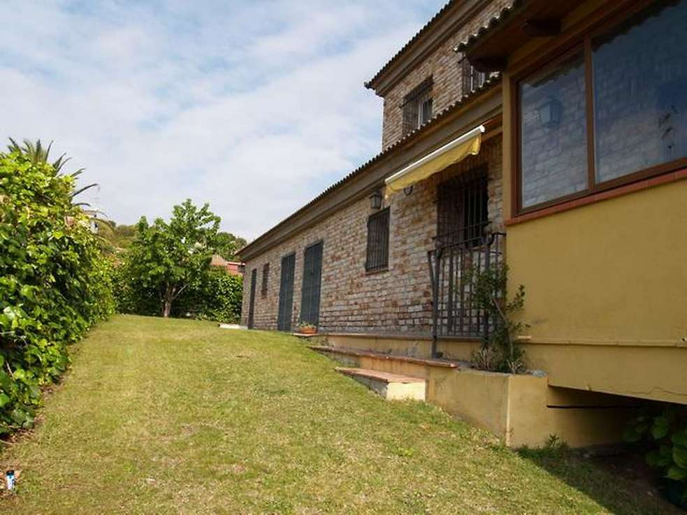 Villa with 7 rooms  large garden with private pool and views to the sea at Mas Pallí on Calonge